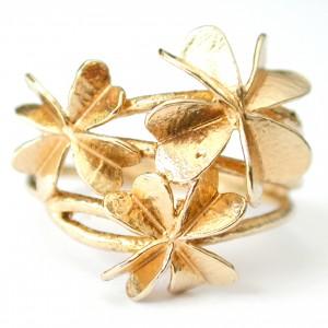 anillo de tres tréboles