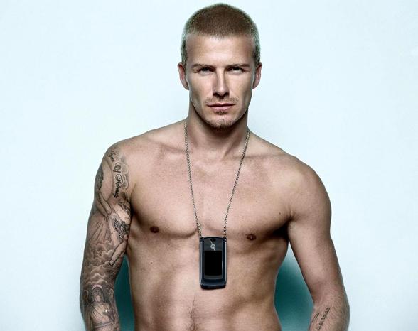 David Beckham posando para la campaña de Motorola